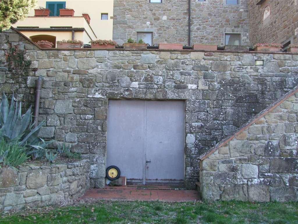 Vendita colonica pontassieve ristrutturata piano terra for Garage autonomo