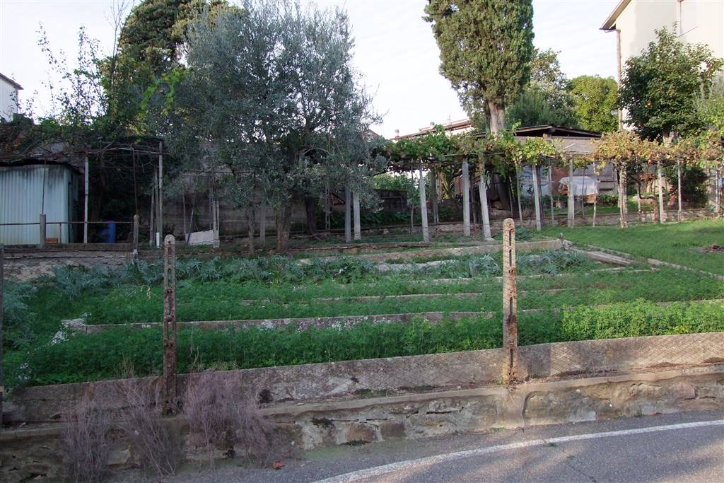 DONNINI, REGGELLO, Building plot of land for sale of 300 Sq. mt., Energetic class: Not subject, composed by: 6 Rooms, Garden, Price: € 95,000