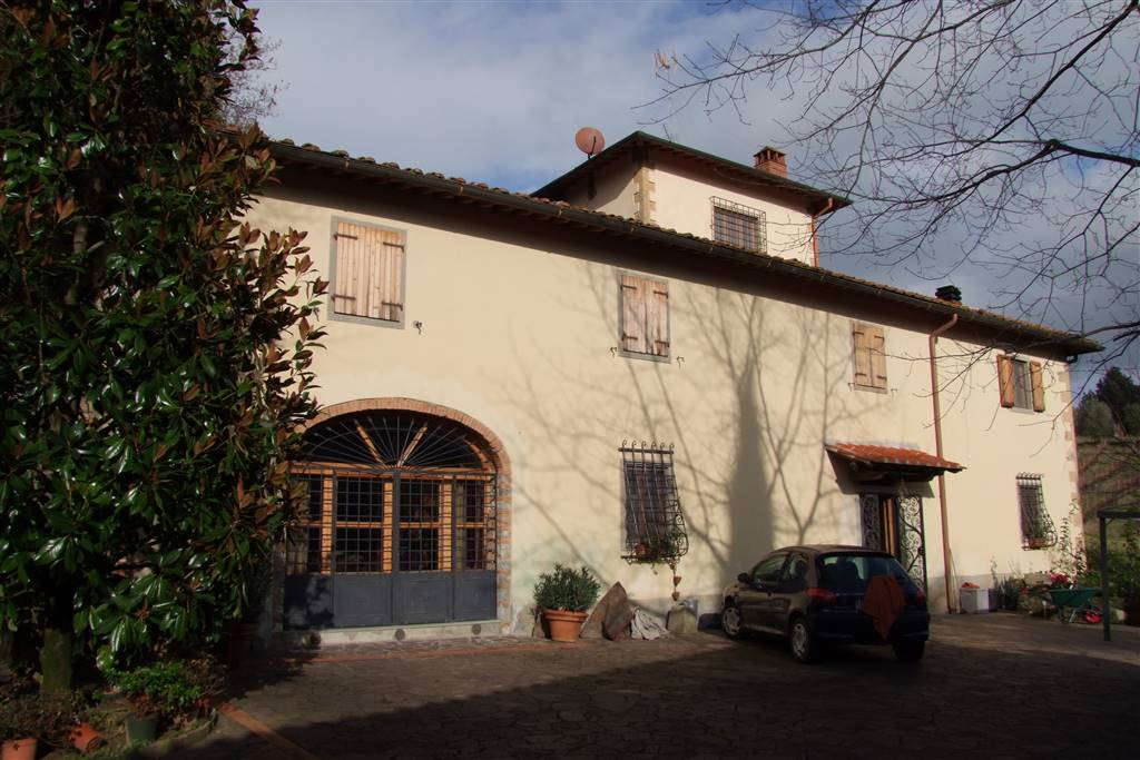 RUFINA, Main Farmhouse for sale of 235 Sq. mt., Restored, Heating Individual heating system, Energetic class: G, Epi: 250 kwh/m2 year, placed at