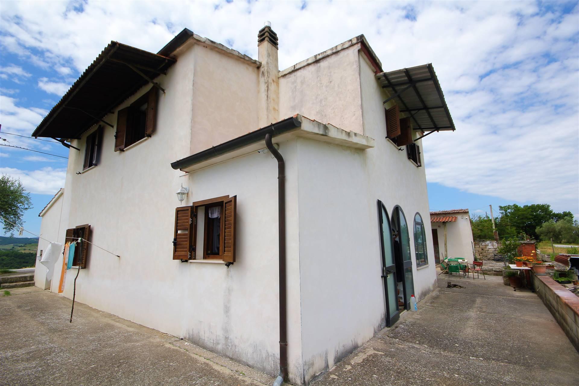 Rustico / Casale in vendita a Fabro, 6 locali, zona Zona: Fabro Scalo, prezzo € 470.000 | CambioCasa.it