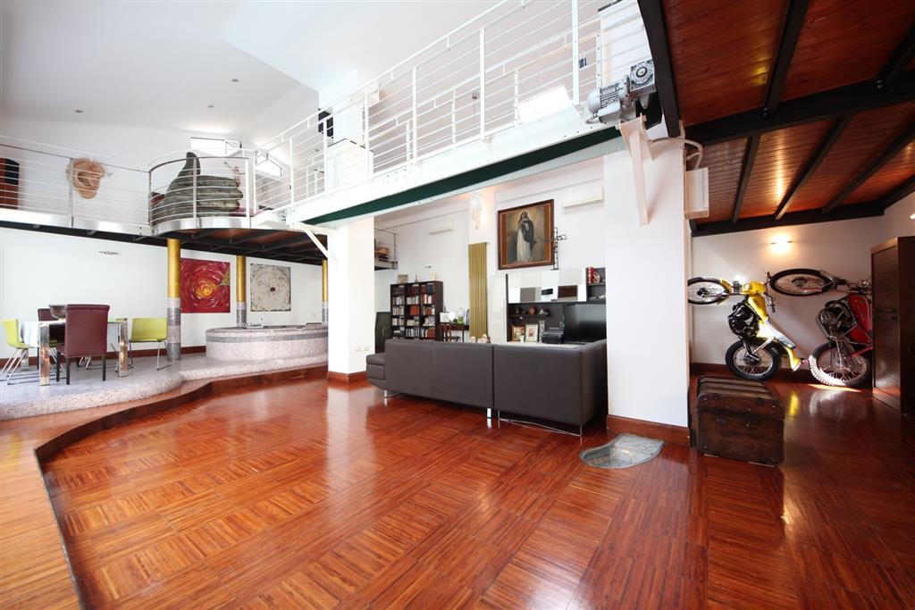 Vendita appartamento indipendente bande nere for Piani loft appartamento