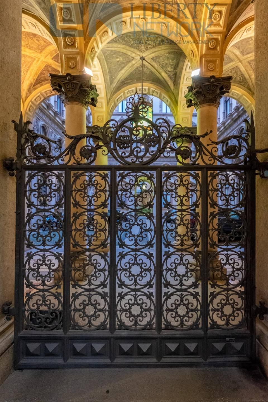 le volte ed il cancello in ferro battuto