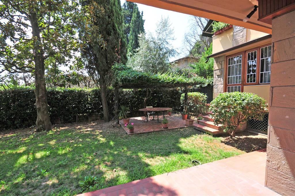 Villa in affitto a Firenze, 7 locali, zona Zona: 16 . Le Cure, prezzo € 2.700 | CambioCasa.it