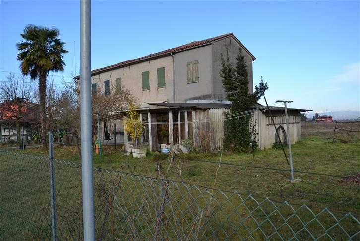 Soluzione Indipendente in vendita a Eraclea, 11 locali, zona Zona: Tombolino, prezzo € 120.000   CambioCasa.it