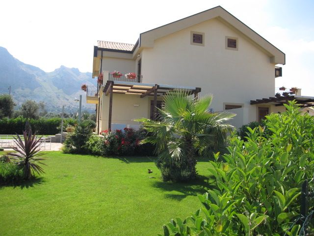 Villa Bifamiliare in vendita a Terrasini, 6 locali, prezzo € 200.000 | CambioCasa.it