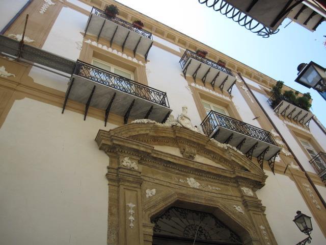 Appartamento in Via Alloro, Centro Storico, Palermo