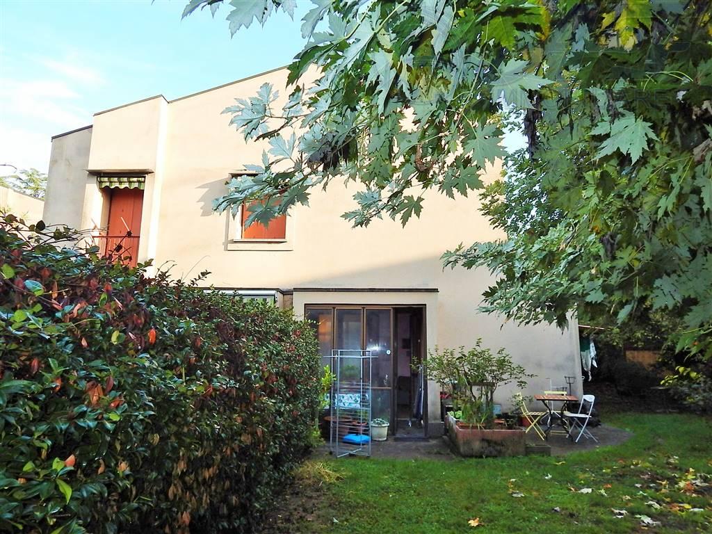 Villa a schiera, Renate