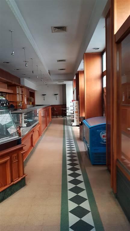 Negozio / Locale in vendita a Salerno, 9999 locali, zona Zona: Centro, prezzo € 520.000   CambioCasa.it