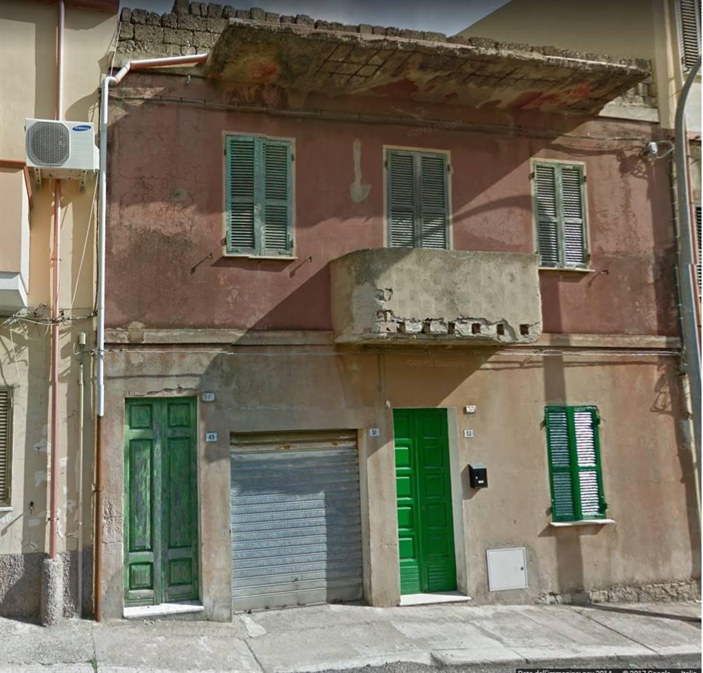Appartamento in vendita a Iglesias, 11 locali, zona Località: CENTRO, prezzo € 110.000 | CambioCasa.it