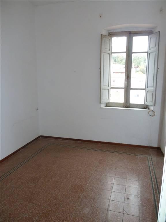 Appartamento in vendita a Iglesias, 6 locali, zona Località: CENTRO STORICO, prezzo € 50.000 | CambioCasa.it