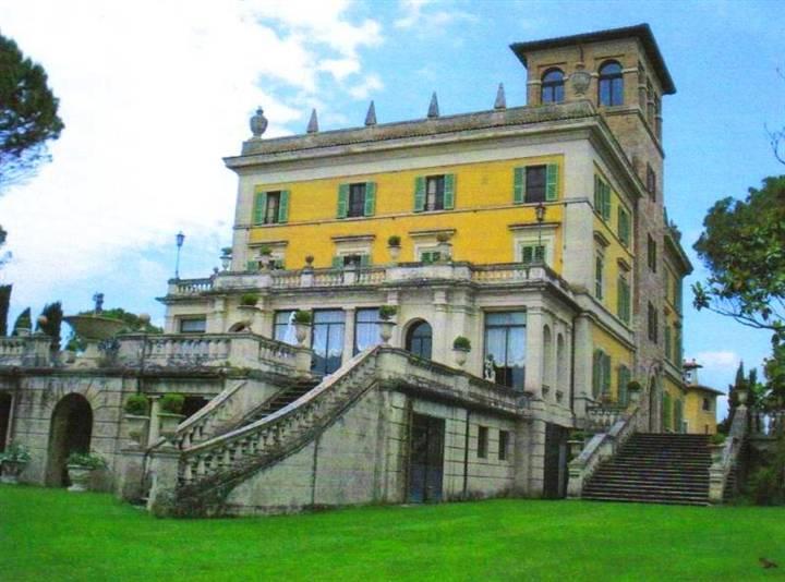 Villa in vendita a Perugia, 40 locali, Trattative riservate | CambioCasa.it