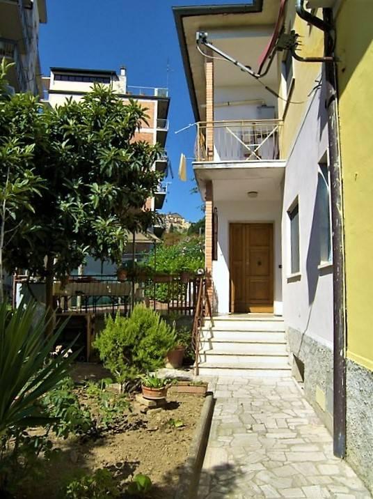 Appartamento in vendita a Sinalunga, 7 locali, zona e, prezzo € 145.000 | PortaleAgenzieImmobiliari.it
