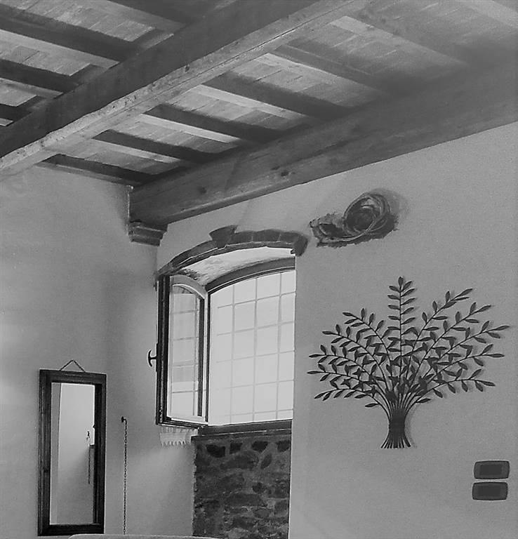 Toscane, Maremme, Castiglione della Pescaia, appartement à vendre dans le village médiéval. Spacieux appartement d'une chambre au rez-de-chaussée,