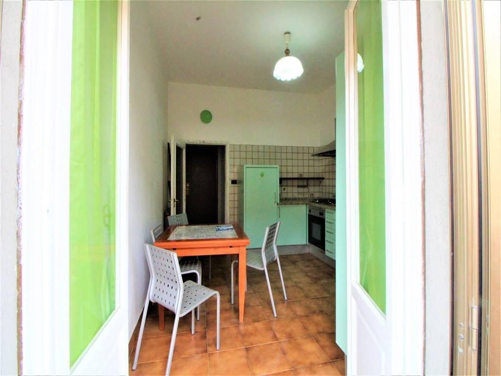 Via Ciro Menotti - Appartamento di 5 vani in zona semicentrale molto ben servita, in prossimità di scuole, palestra, piscina, farmacia e centro