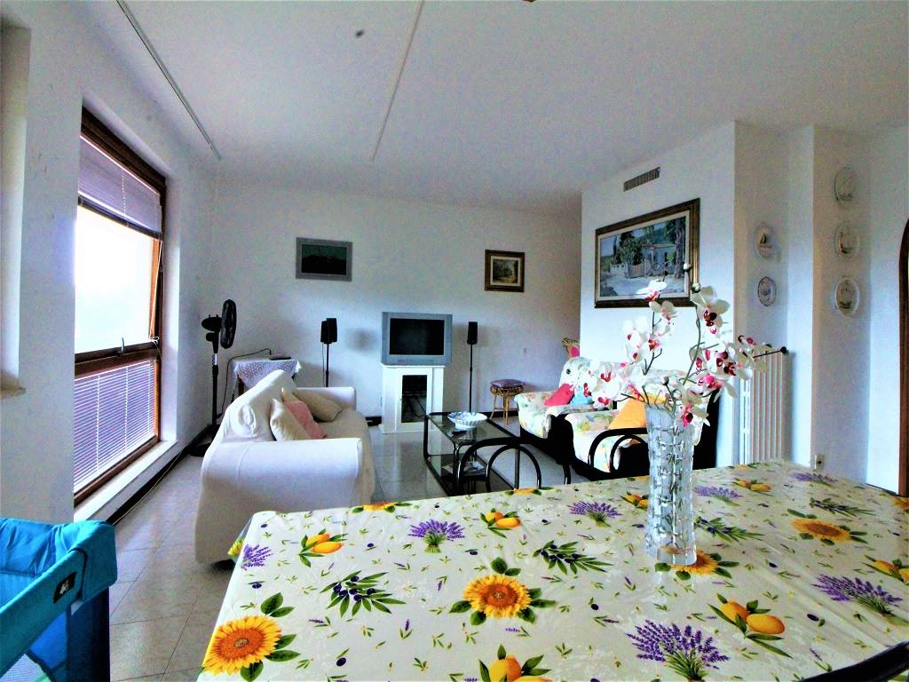 Punta Ala, Gualdo area, 130 sqm apartment on the first floor of a building with elevator, about 6/700 m from the sea and near services; It is