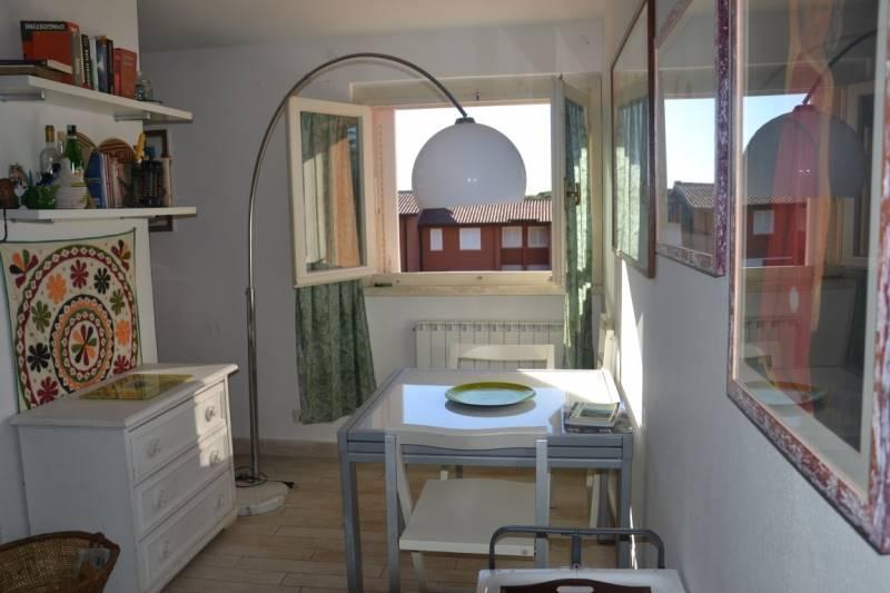 Dans un complexe résidentiel bien entretenu, à seulement 200 mètres du front de mer de Castiglione della Pescaia, dans un endroit calme, appartement