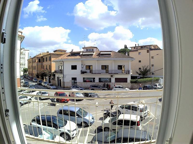 CENTRO CITTÀ, GROSSETO, Office for rent, Heating Individual heating system, Energetic class: G, placed at 1°, composed by: 5 Rooms, 1 Bathroom,