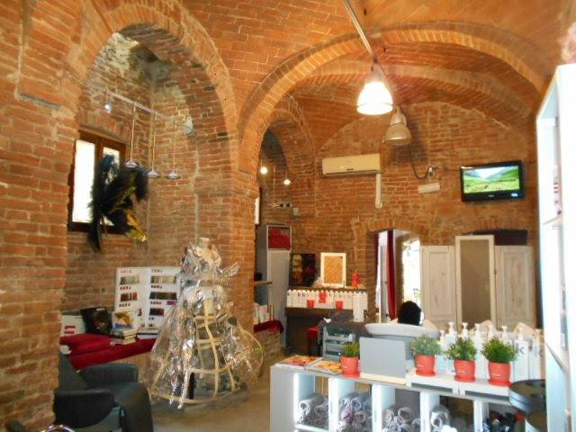 CENTRO STORICO, GROSSETO, Shop for rent of 100 Sq. mt., Excellent Condition, Heating Individual heating system, Energetic class: E, placed at Ground,