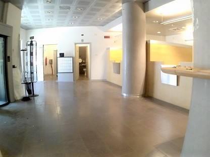 Negozio / Locale in affitto a Grosseto, 7 locali, zona Località: CENTRO CITTÀ, prezzo € 3.500 | CambioCasa.it