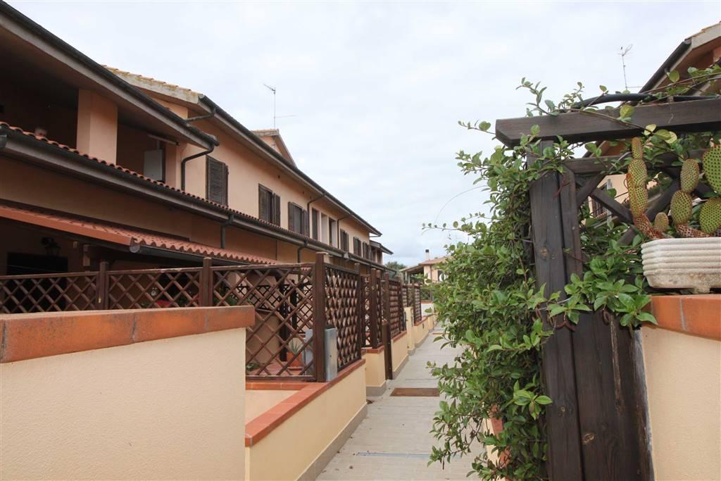 PRINCIPINA TERRA - Via del Tarabuso In caseggiato tranquillo e vicinissimo alla città appartamento su due livelli primo e secondo piano di facile