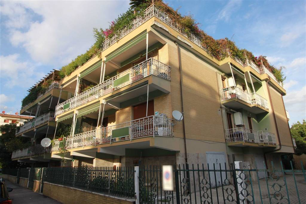 STADIO, GROSSETO, Wohnung zu verkaufen von 123 Qm, Renoviert, Heizung Unabhaengig, Energie-klasse: G, Epi: 167 kwh/m2 jahr, am boden 2° auf 3,
