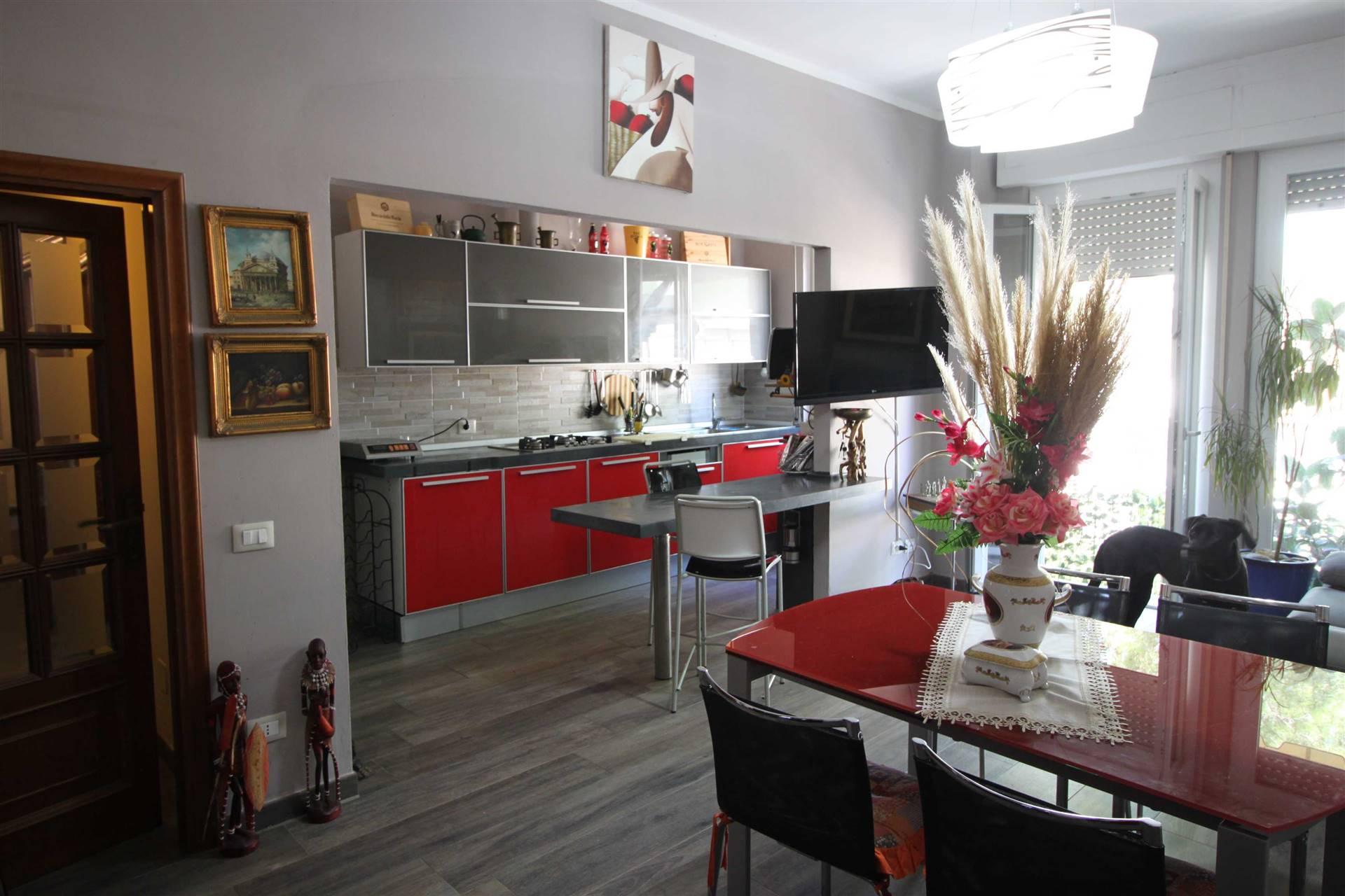 Zona EUROPA - Via Monte Rosa 46 Appartamento di discreta metratura al piano primo ed ultimo s.a. composto di ingresso nell'ampio soggiorno con cucina a vista con la sua finestra, terrazza, disimpegno