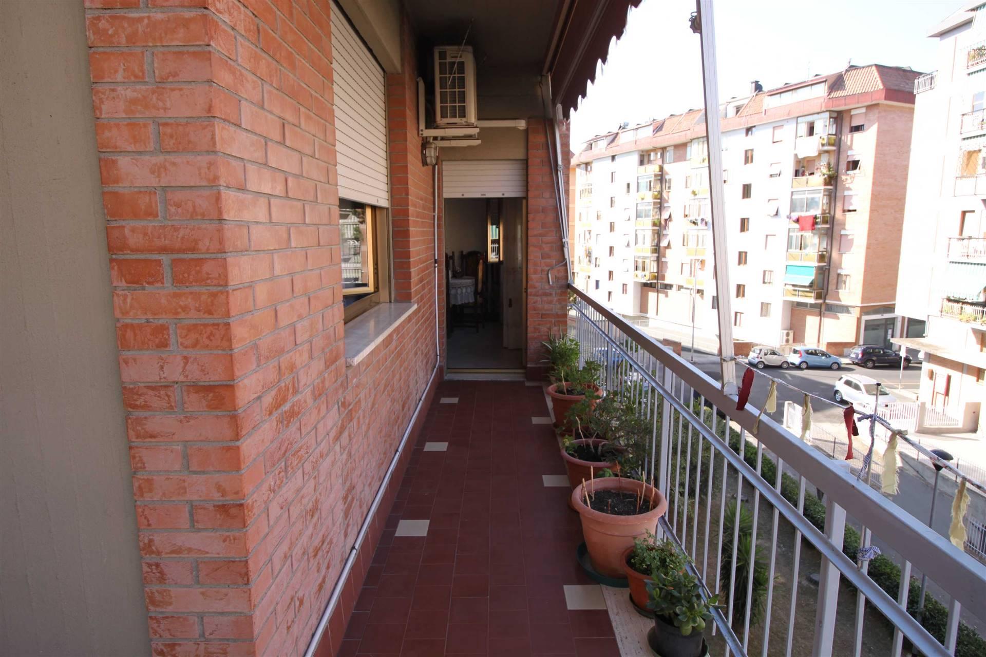Zona TRIBUNALE - Via Trebbia 68 in tripla esposizione e palazzina signorile appartamento al piano terzo con ascensore composto di ampio ingresso,