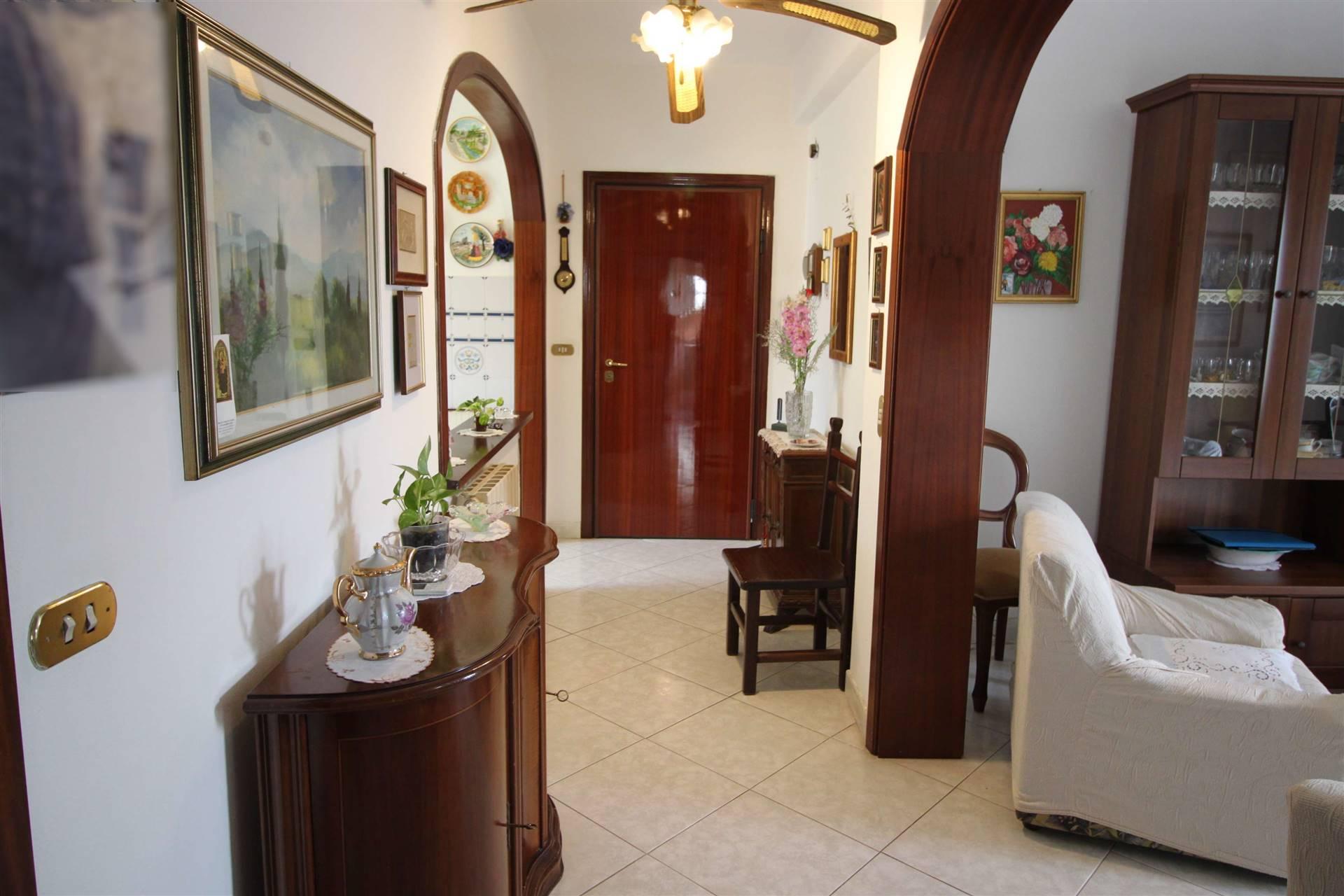 ZONA EUROPA - Via Monte Rosa 62 Piccola palazzina appartamento di ampia metratura al secondo ed ultimo piano s.a. composto di ingresso, cucina con ripostiglio e balcone di servizio, soggiorno ampio