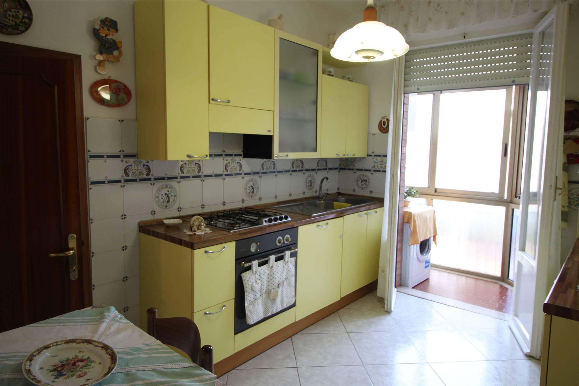 ZONA EUROPA - Via Monte Rosa 62 Piccola palazzina appartamento di ampia metratura al secondo ed ultimo piano s.a. composto di ingresso, cucina con