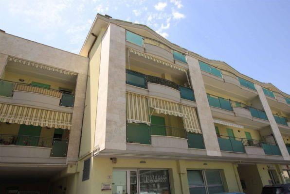 Zona EUROPA - Via Col di Lana 28 vicino al centro e in palazzina seminuova in classe A+ appartamento su due livelli composto di ampia zona giorno al piano secondo con bagno s.f. e terrazza vivibile;