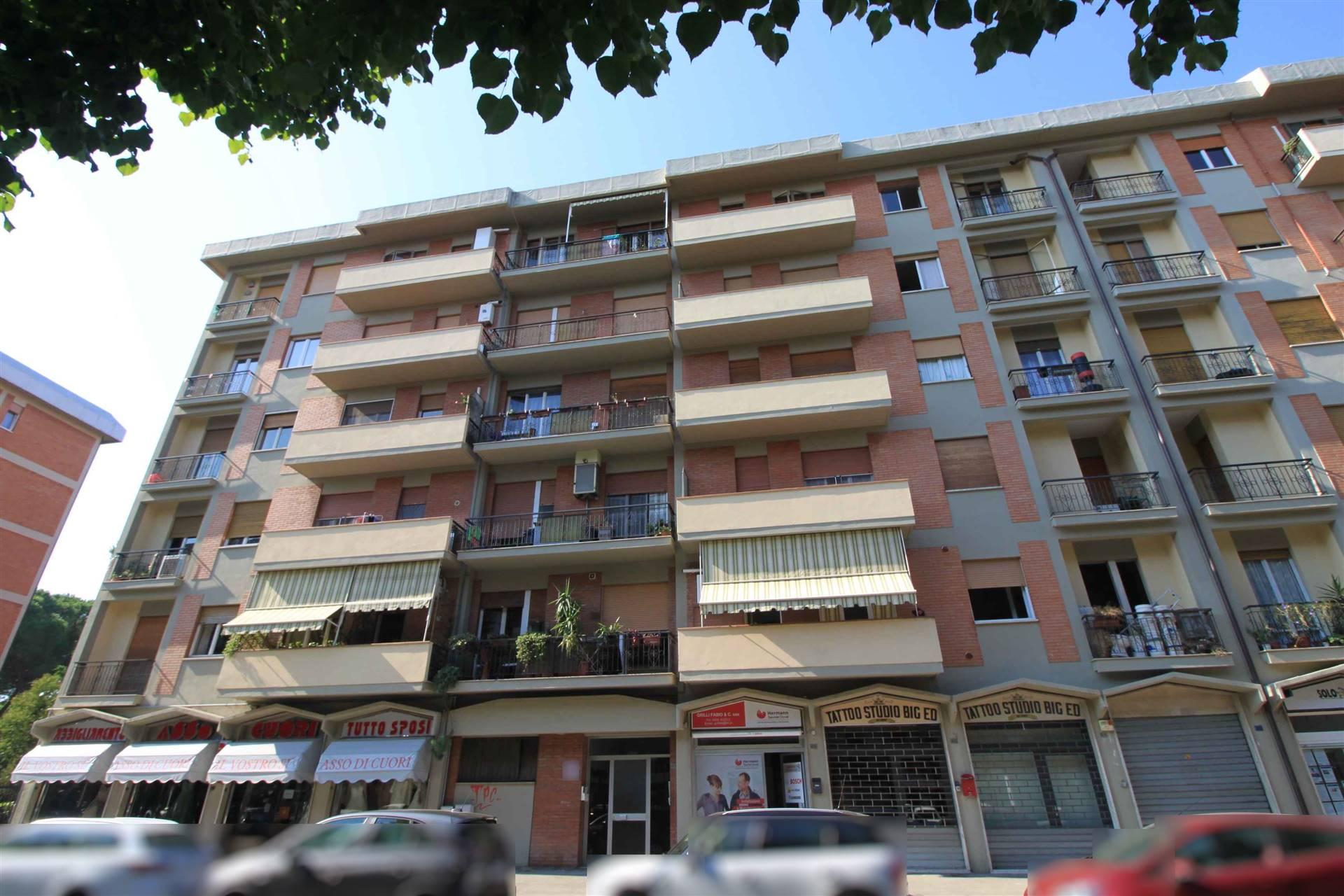 CENTRALE - ZONA TRIBUNALE - Via Liri 37 In posizione centralissima vicina a tutti i servizi, prestigioso appartamento grande metratura ristrutturato