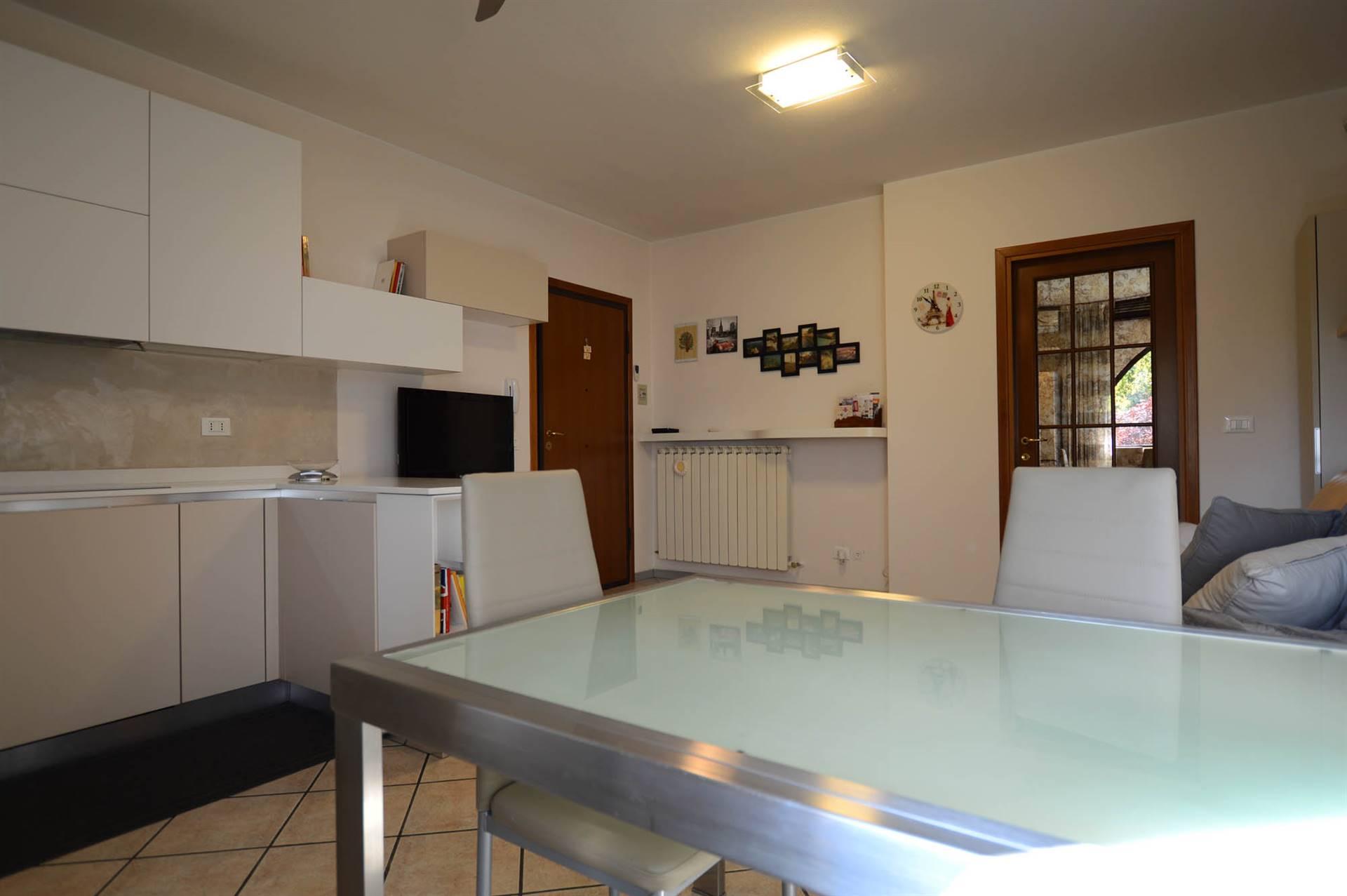 Sala con cucina a vista