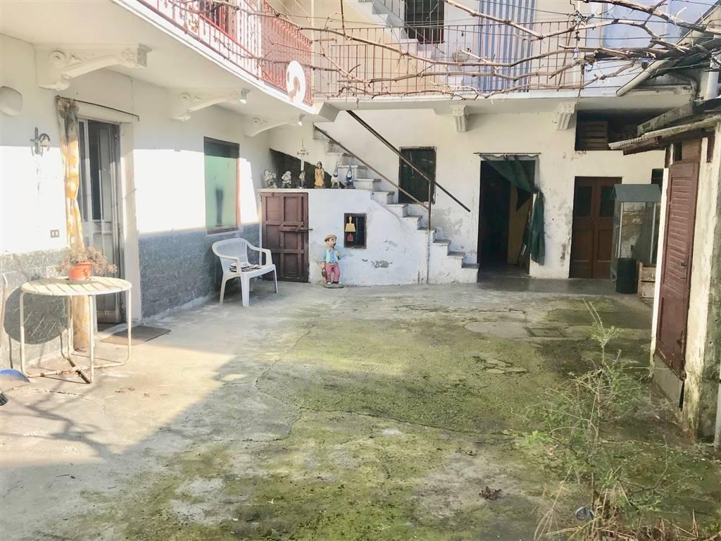 Casa singola, Galliate, da ristrutturare