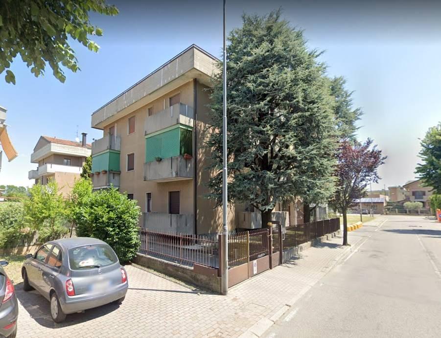 if 2038DZ - In Carugate, posto in contesto condominiale di palazzine con cortile e giardino comune, posto al piano Seminterrato servito da doppio