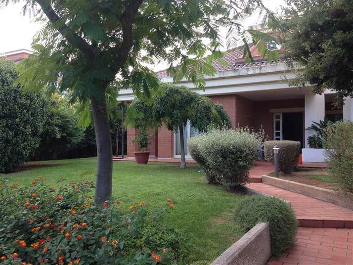 Villa in vendita a Noicàttaro, 8 locali, zona Località: PARCHITELLO, prezzo € 695.000 | CambioCasa.it