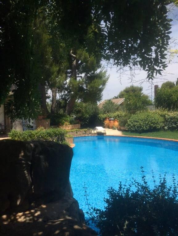 Villa in vendita a Noicàttaro, 10 locali, zona Località: PARCHITELLO, prezzo € 1.050.000 | CambioCasa.it