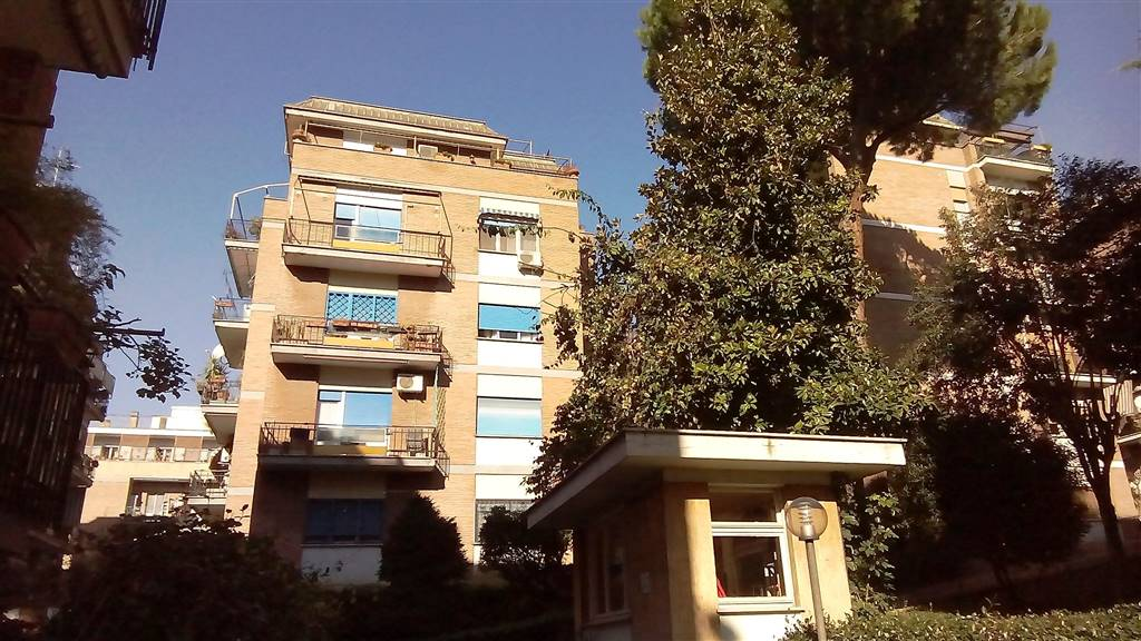 BATTISTINI, ROMA, Apartment for rent of 75 Sq. mt., Excellent Condition, Heating Centralized, Energetic class: G, placed at 4° on 5, composed by: 4 Rooms, Separate kitchen, 1 Bedroom, 1 Bathroom,