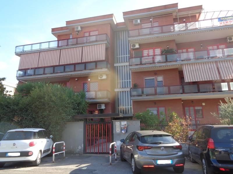Appartamento in Via Della Rustica   292, Roma