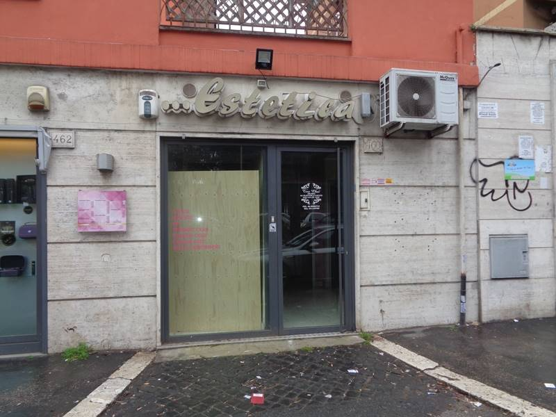 Negozio in Via Tuscolana  460, Roma