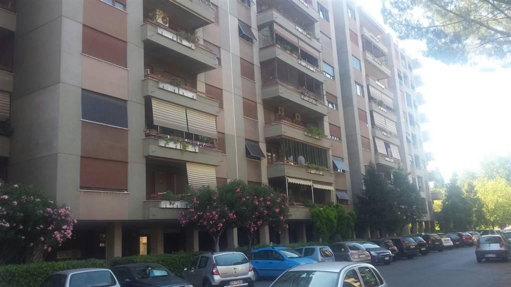 Bilocale in Via Michelangelotilli, Roma