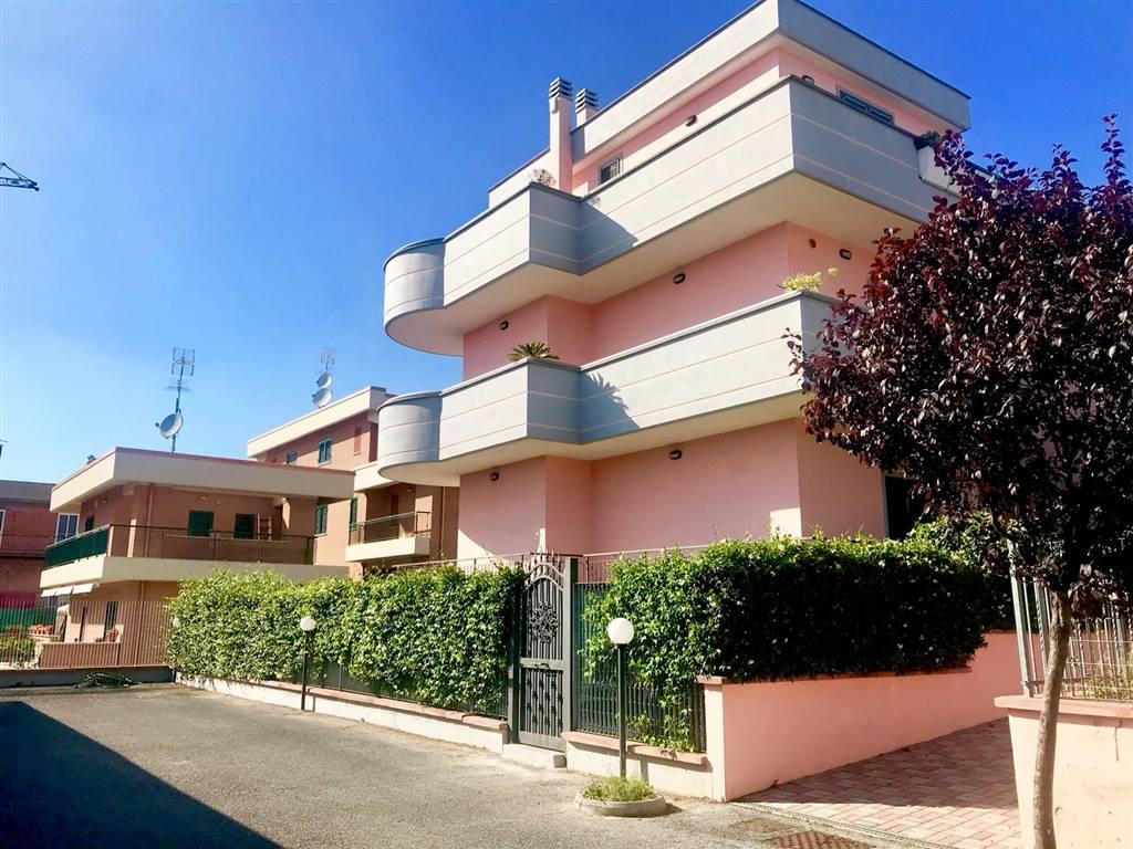 Trilocale in Via Federico Faruffini 16, Torvergata,morena,romanina, Roma