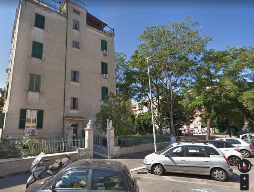 Centocelle precisamente in Via delle Acacie a soli 5 minuti dalla fermata della metro C Gardenie e a due passi da via dei Castani, si propone in affitto appartamento sito al secondo piano in una