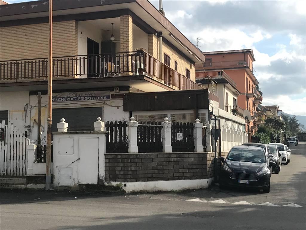 TORRE GAIA/VILLA VERDE Via Gagliano del Capo, Locale commerciale di 80mq con canna fumaria, con annessa veranda chiusa con tende apribili di 40mq,