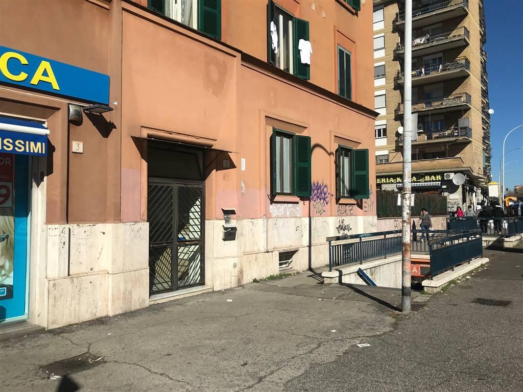 Stanza / Camera in Via Scribonio Curione  5, Roma