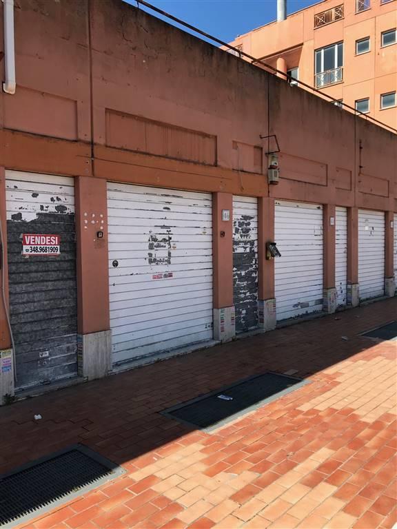 GIARDINETTI/TORRENOVA si propone in vendita Locale Commerciale C/1 di 65mq., con doppia vetrina su strada bagno e antibagno e magazzino sottostante.
