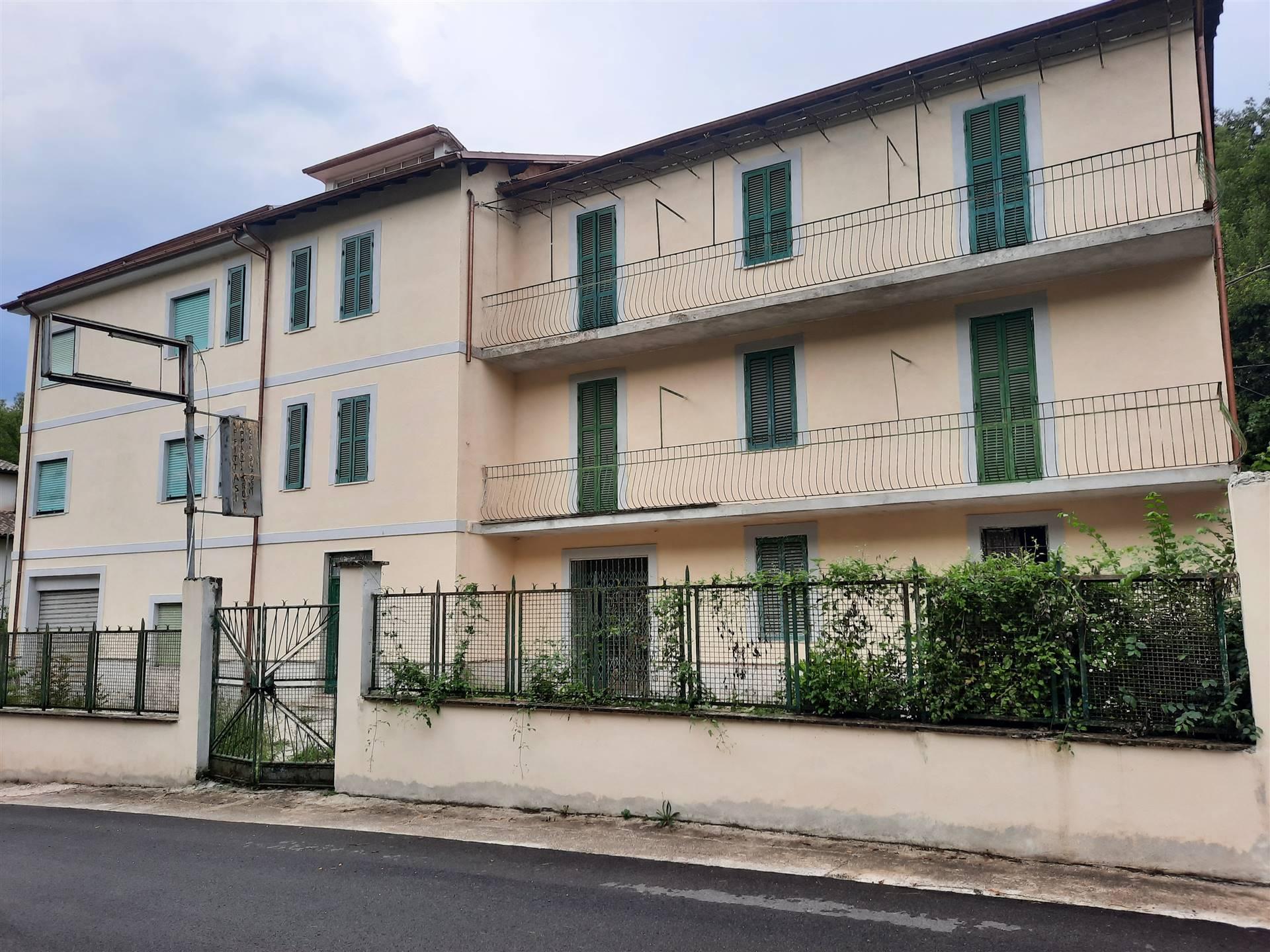 Albergo in affitto a Pescorocchiano, 20 locali, zona Località: SANTELPIDIO, prezzo € 2.500   CambioCasa.it
