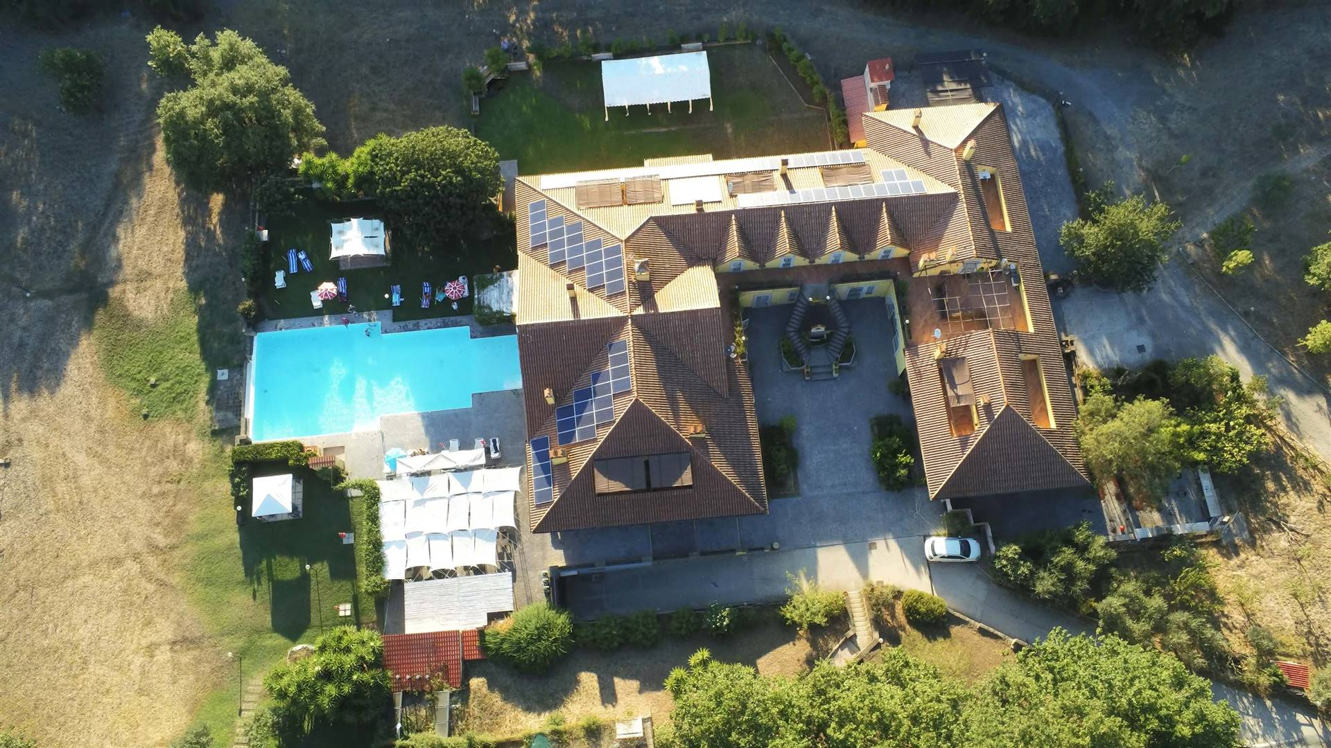 FIUMICINO, Farm holidays for sale of 2000 Sq. mt., Good condition, Heating Individual heating system, Energetic class: G, composed by: 1 Room, Separate kitchen, Garden Exclusive, Swimming pool,