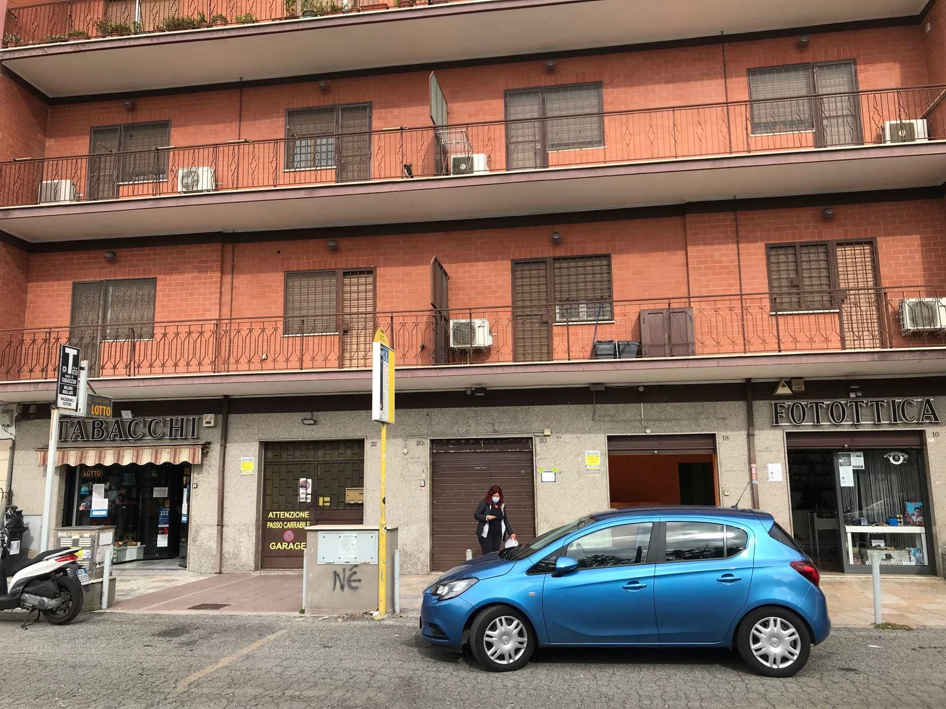 GIARDINETTI in una via di alto passaggio, di fronte la fermata dell'autobus 046, si propone in affitto locale commerciale C/1 di 35 mq., con bagno ed