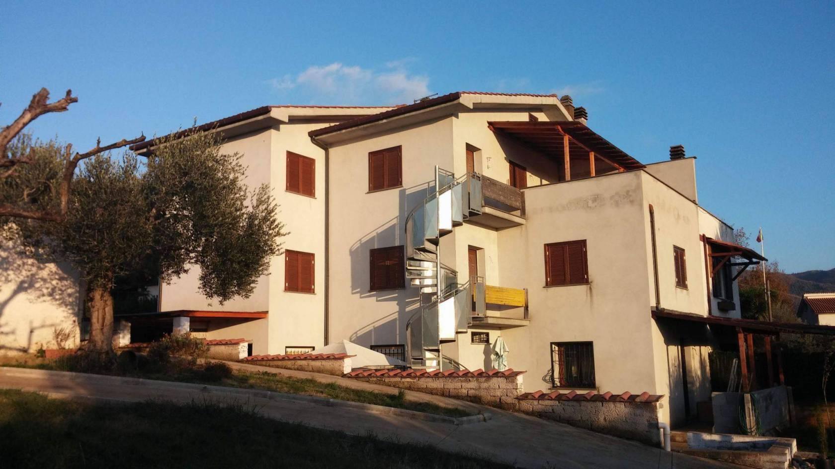 Villa in vendita a Poli, 8 locali, prezzo € 159.000 | CambioCasa.it