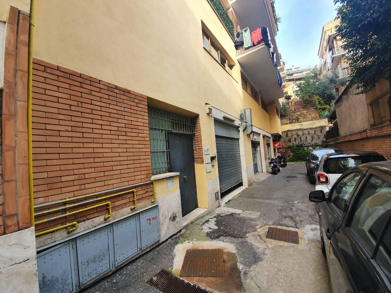 Talenti Via Antonio Fogazzaro a due passi da Via Ugo Ojetti e da Via Nomentana proponiamo in affitto locale commenrciale di 310 mq di cui 110 di C/1